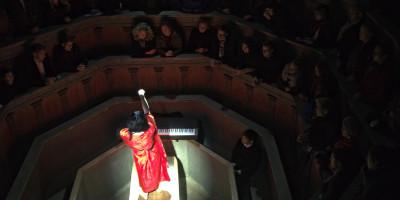 Photo from Eriko Makimura's performance in the Anatomical Theatre, Museum Gustavianum.